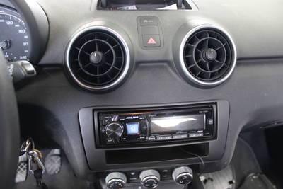 schwarz Radio Einbau-Komplettset Audi A1 Typ 8X