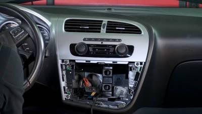Autoradio-Einbau Seat Leon   ARS24   Onlineshop